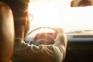 Conducteurs éblouis par le soleil : 1 accident tous les 2 jours en Wallonie !